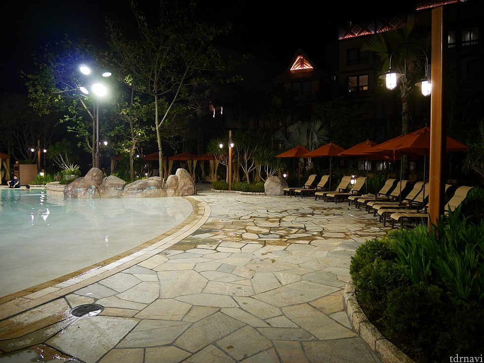 プールは夜22時まで開いてました。