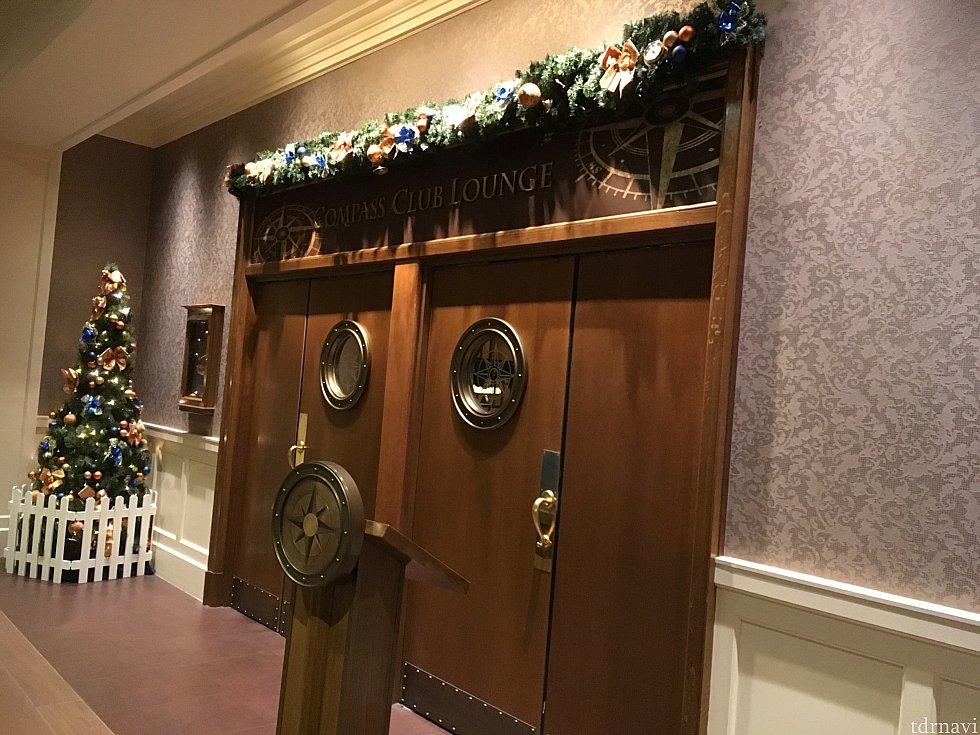 コンパスクラブラウンジの入口。これは閉まっている時に撮りましたが、普段はここにキャストさんが立っていて、ルームキーを提示して入ります