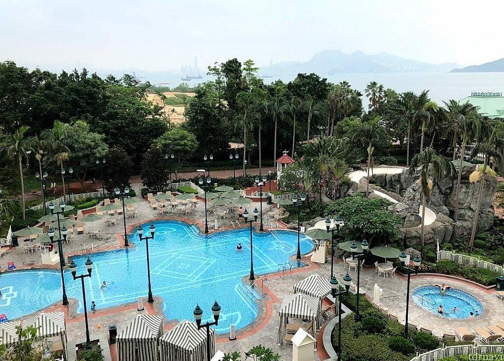 最上階からの眺めは最高です! 宿泊される方はホテルサービスを有効活用しましょう!