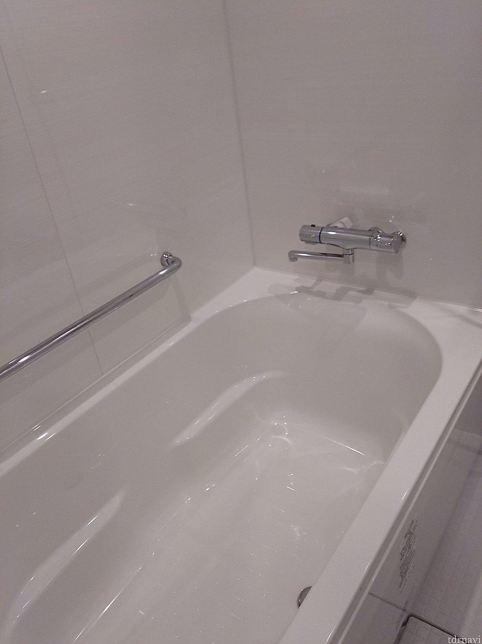栓が不完全だと とんでもない音(重低音)がバスルーム内に響き渡ります 恐ろしかったです(教訓)