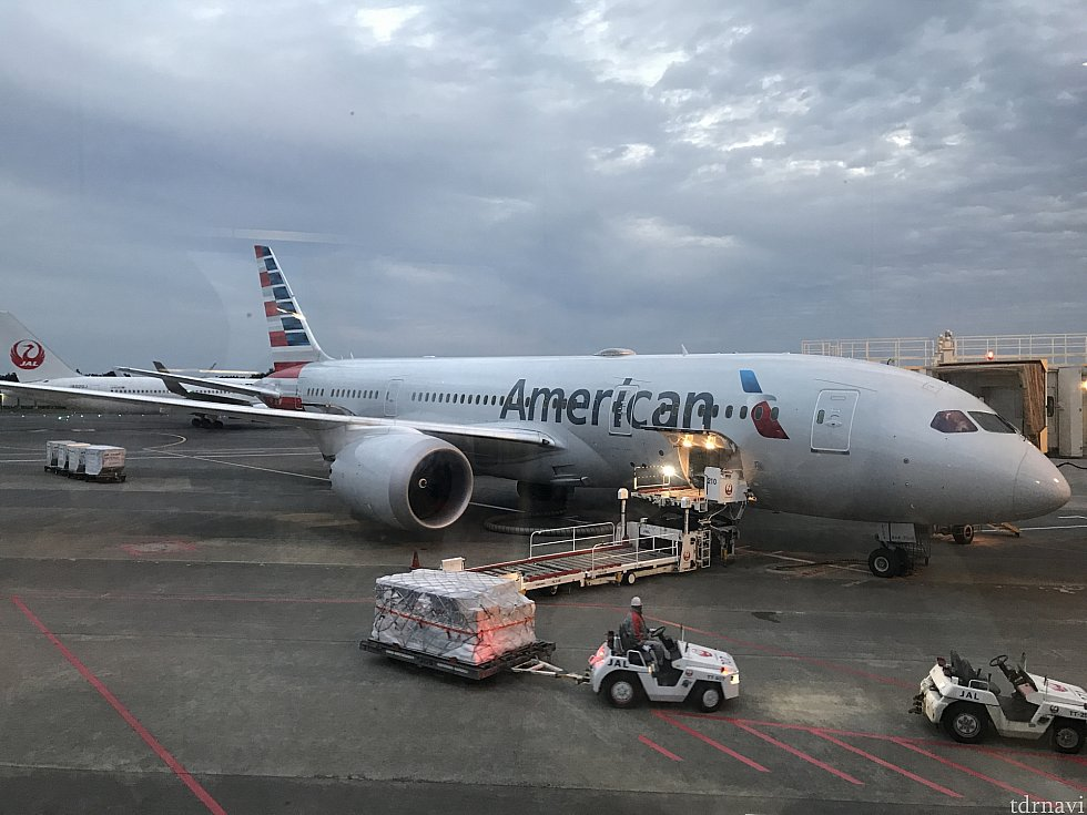 隣の同型の飛行機です。