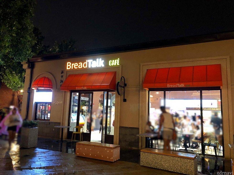 今までトーストボックスだった場所も同じ店舗に。左端がアイスクリームのカウンター