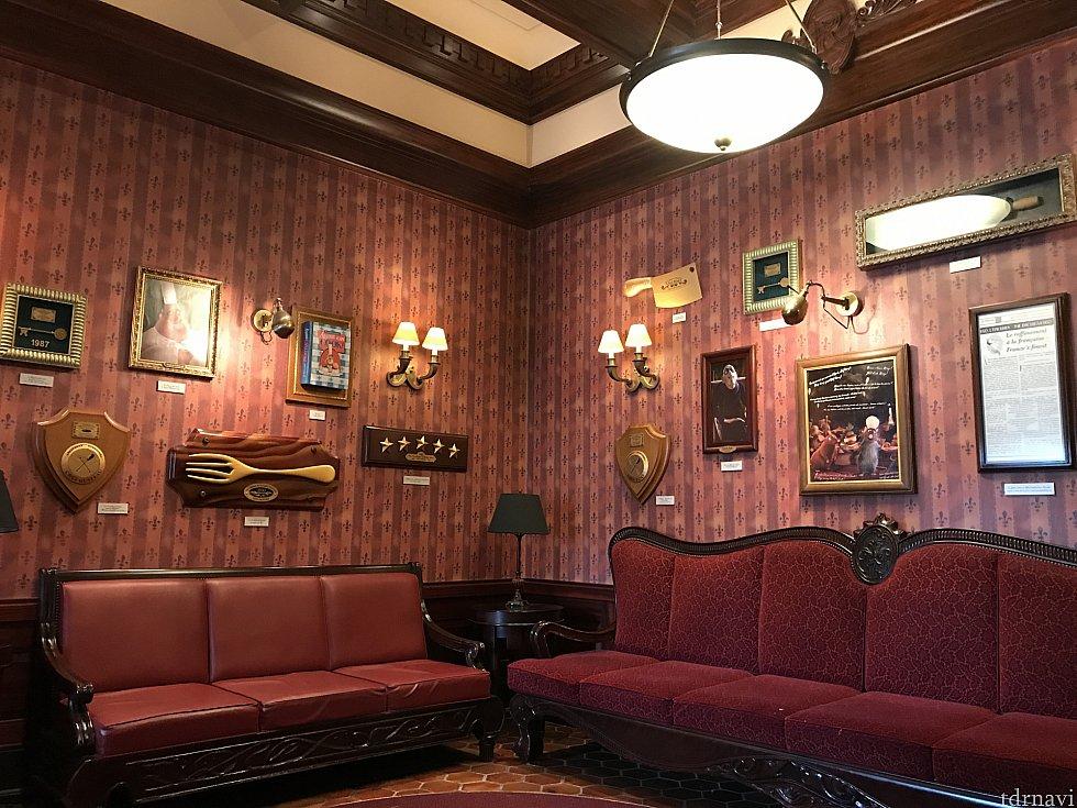 エントランスの待合室はこんな感じです。
