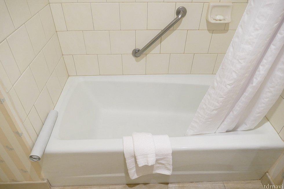 お風呂は清潔で綺麗です!シャワーの水圧も問題ありません!
