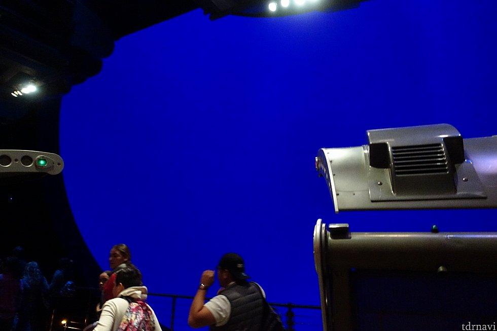 スクリーンはブルーです。満天の星空ではありませんね。