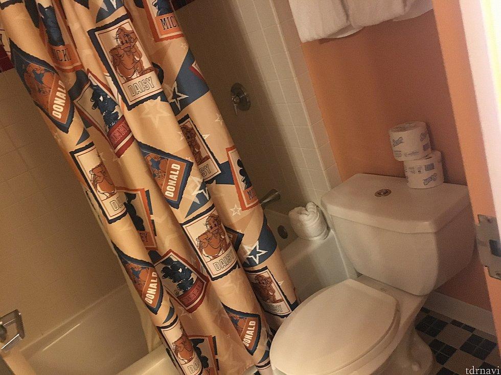 シャワーカーテン健在