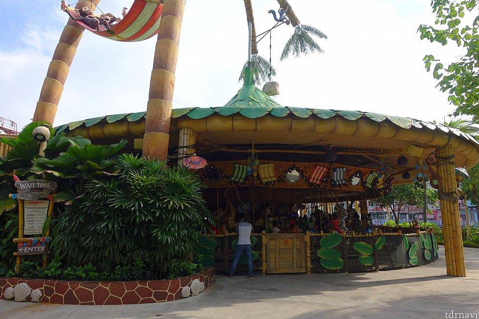 この外観は映画1作目でマーティがビーチに作った屋根ですよね。