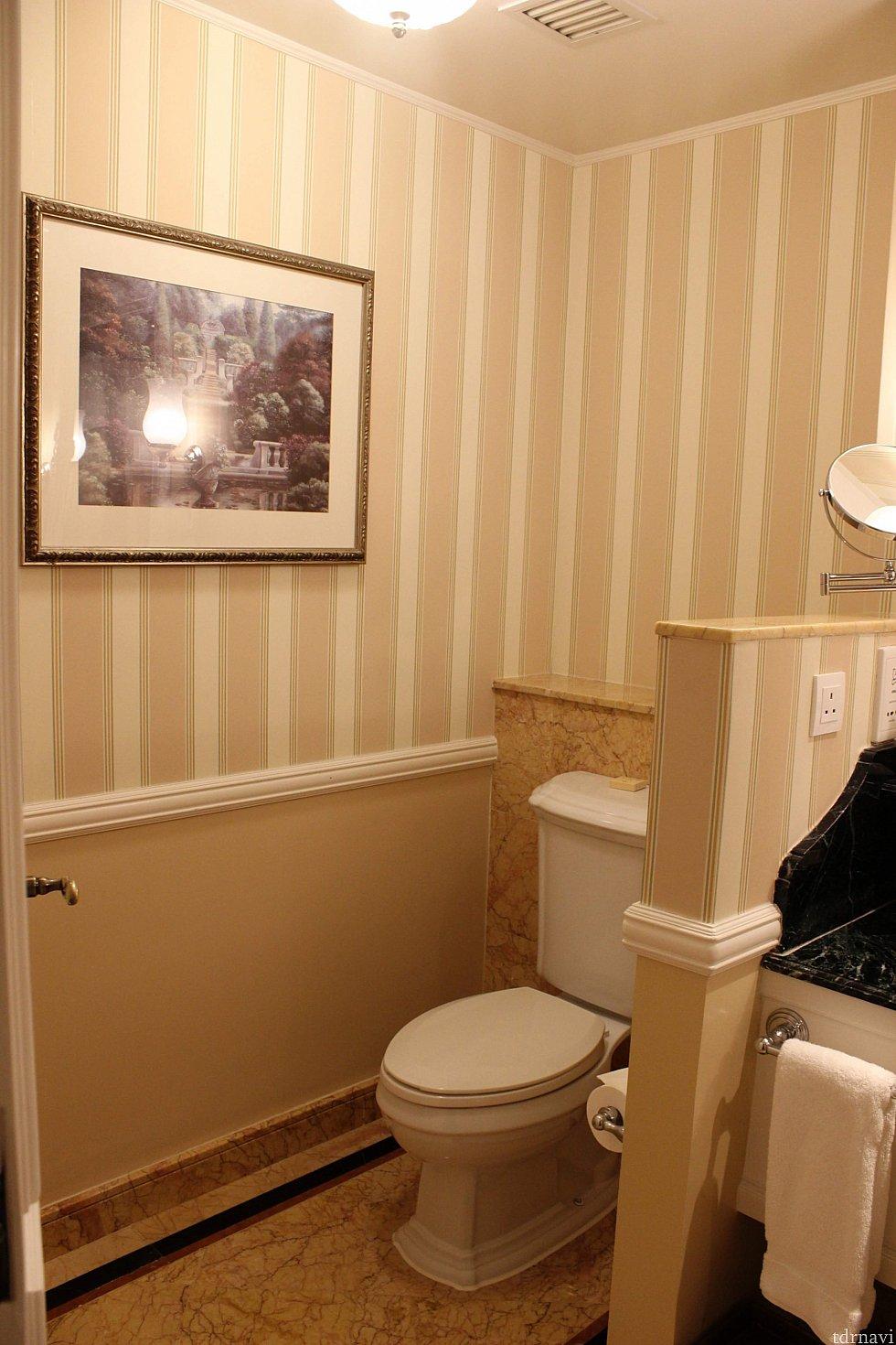 トイレは洗面所との間に仕切りがありません😅