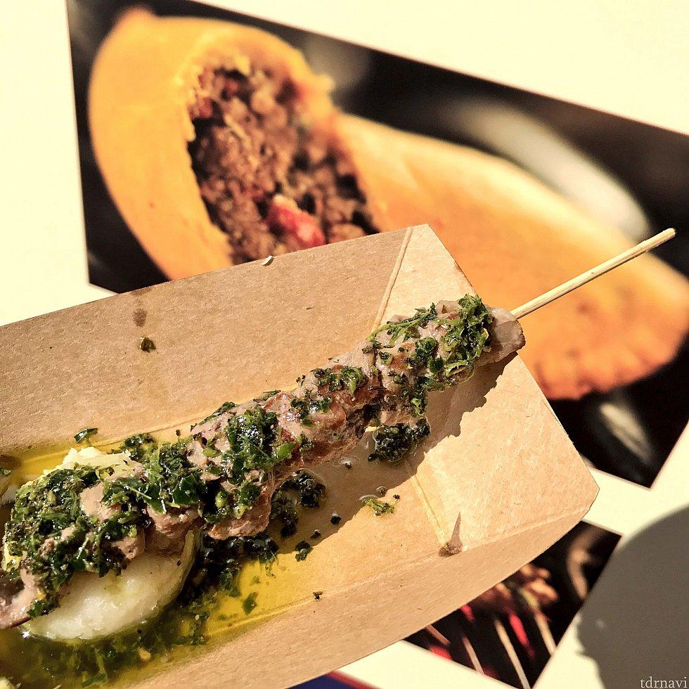 香草とオリーブオイルがとても美味しい串焼き。マッシュポテトが絶品でした!!