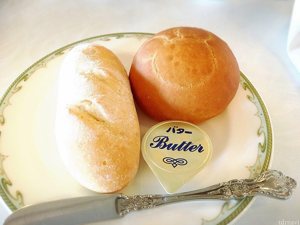 左がバゲット、右が米粉のパン。米粉のパンがほんのり甘く食べやすかったですよ
