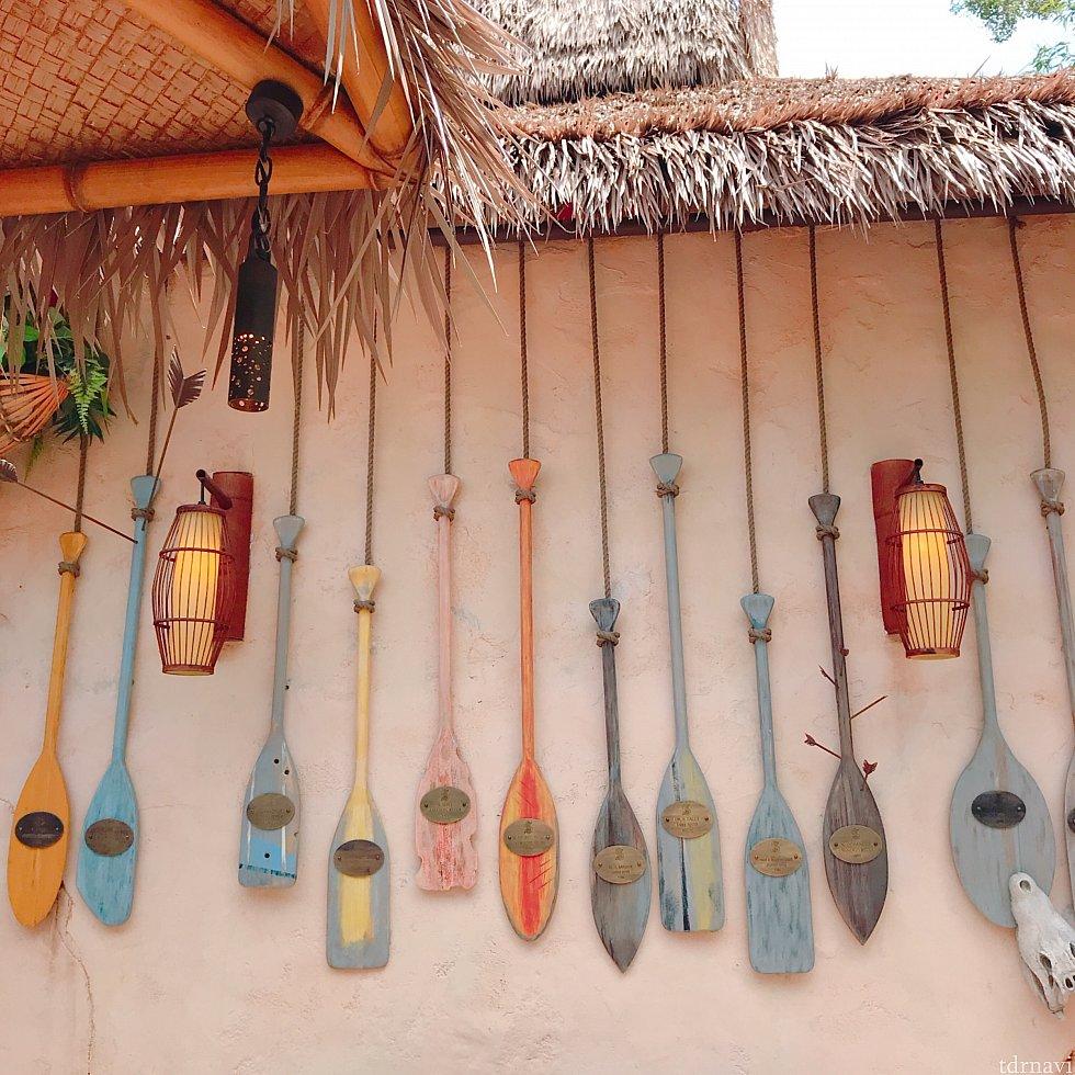 モロッコのランプ商人が仕入れたらしい、品々が並んでいました。