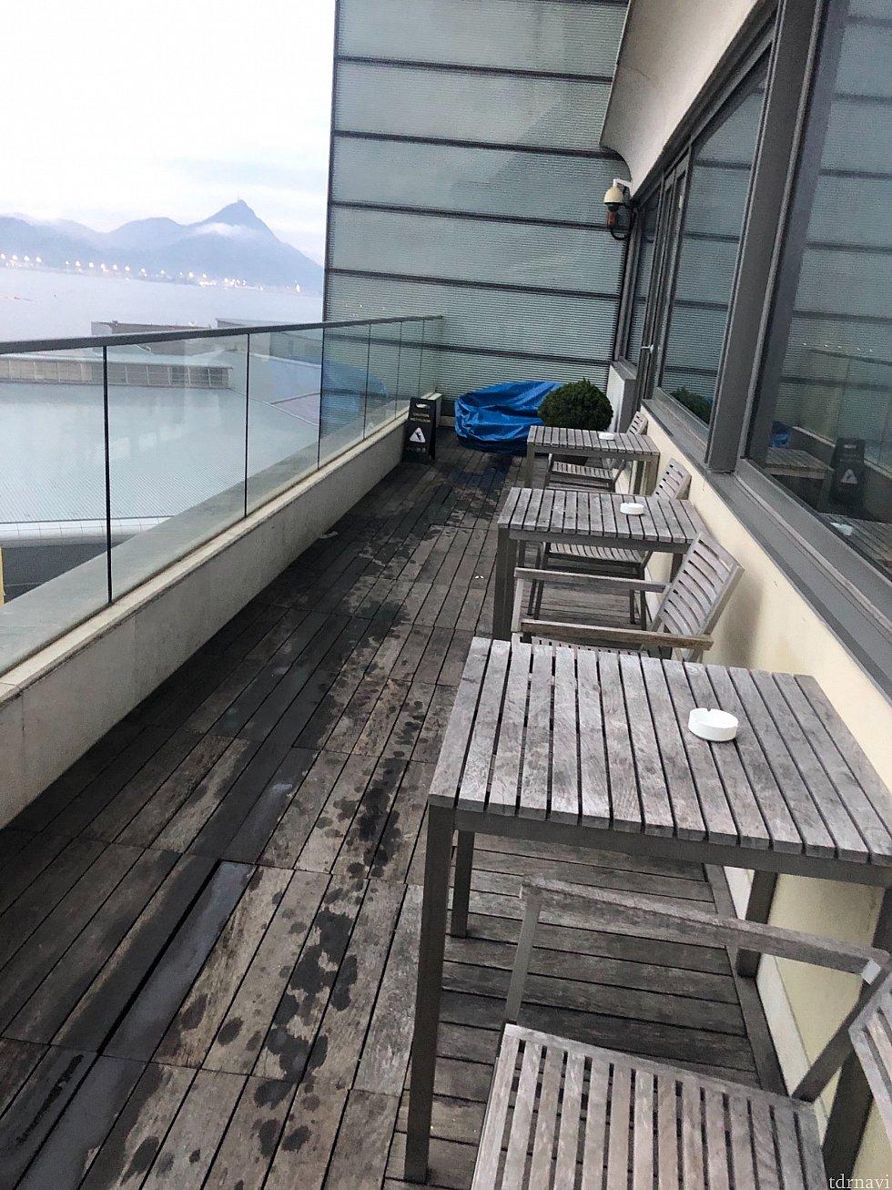 12階のエグゼクティブラウンジ バルコニーでは喫煙出来ます。