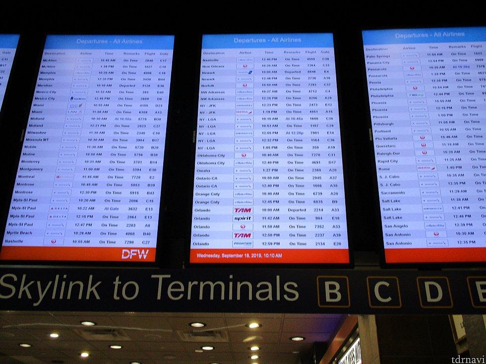 ひとつのターミナルでも複数個所停車しますので搭乗ゲートが近い方の駅で降りましょう。<br> ターミナルに到着後に出発案内板を変更がないか再度確認します。<br> 出発まで時間がれば、買い物や食事、ラウンジを利用して待つことも可能です。