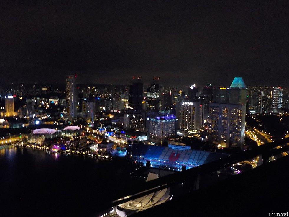屋上プールからの夜景