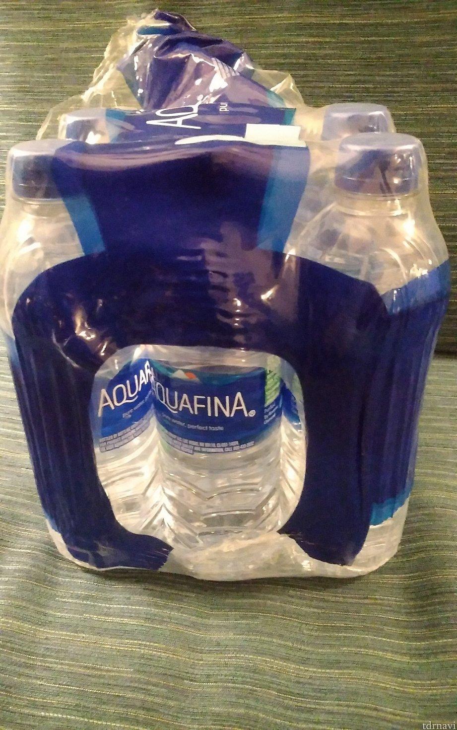水は24本$5.99