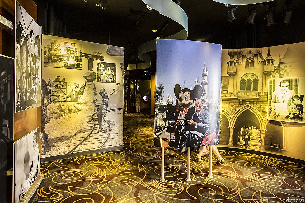展示前半。ウォルトの生い立ちとディズニー作品の歴史。