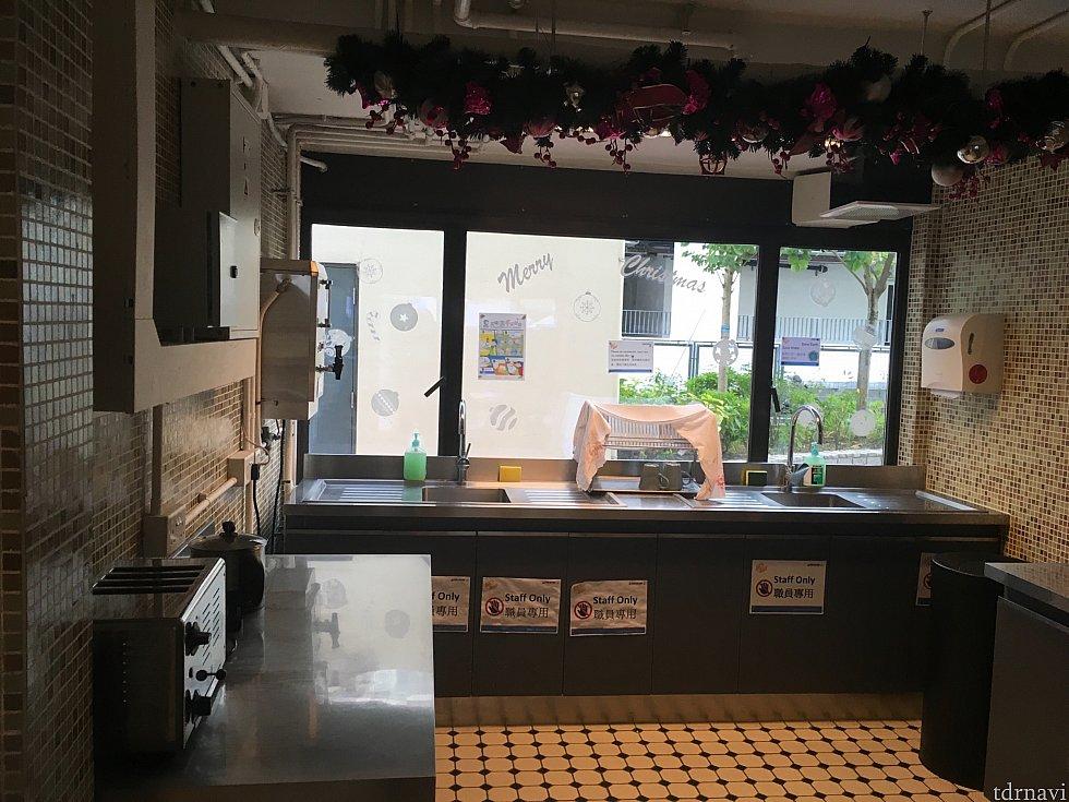 同じところには簡易キッチンも。写真手前のトースターなどは宿泊者も使えるようです