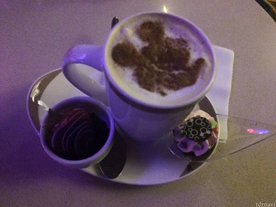 コンシェルジェラウンジがない代わりにルームキー提示でアウトルックカフェでいつでもカフェが無料で飲めます♪