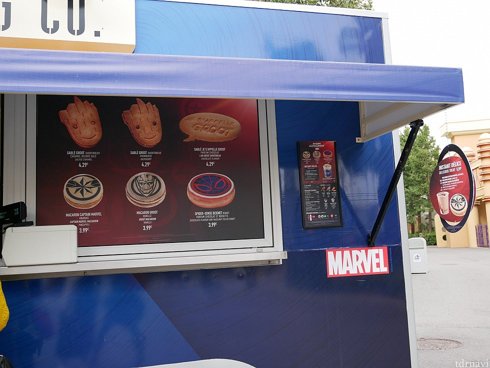 マーベルのクッキーやマカロンを売っている店は一ヶ所だけでなく、色んな所にありました✨ 異常に混んでる時は別の店を探した方が早いかも💡