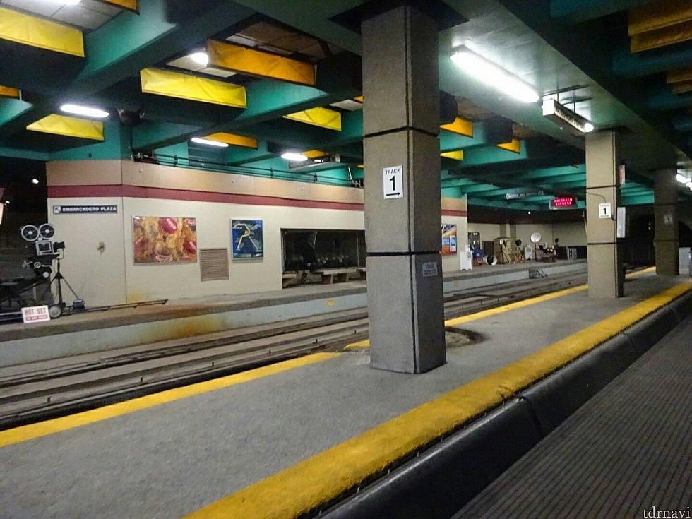 地下鉄の駅で地震が起きて…