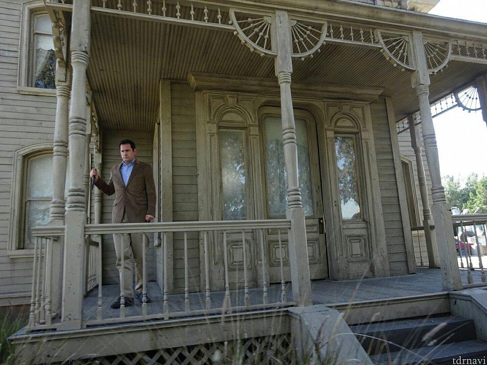 「サイコ」のお家。何故かここだけ役者さんが出てくる謎。