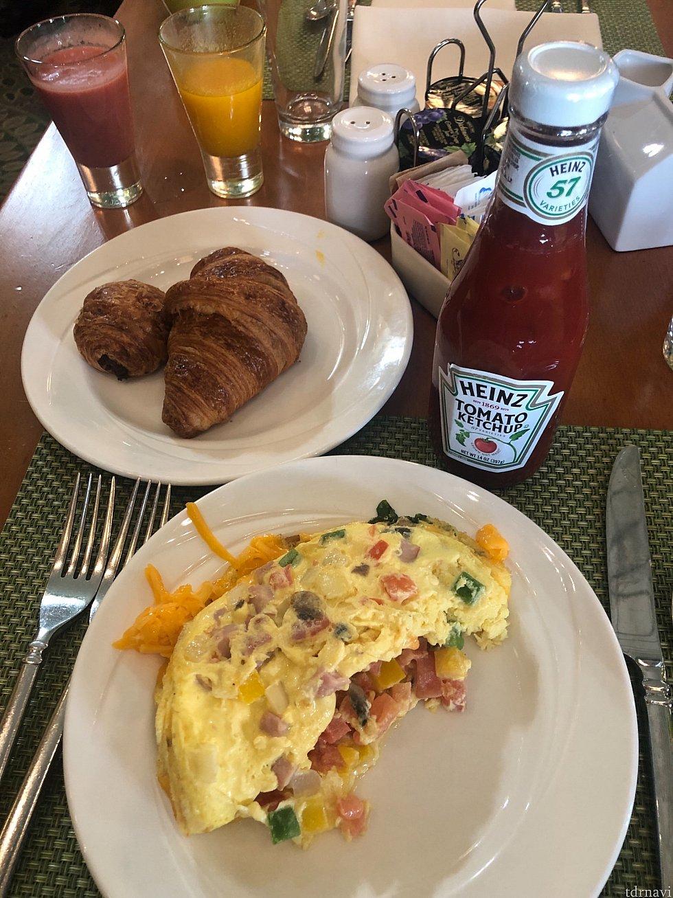 無料朝食と思いきや アップグレードされて?(フレッシュジュース付き) 8ドルにチップONしまて 支払いました スワン