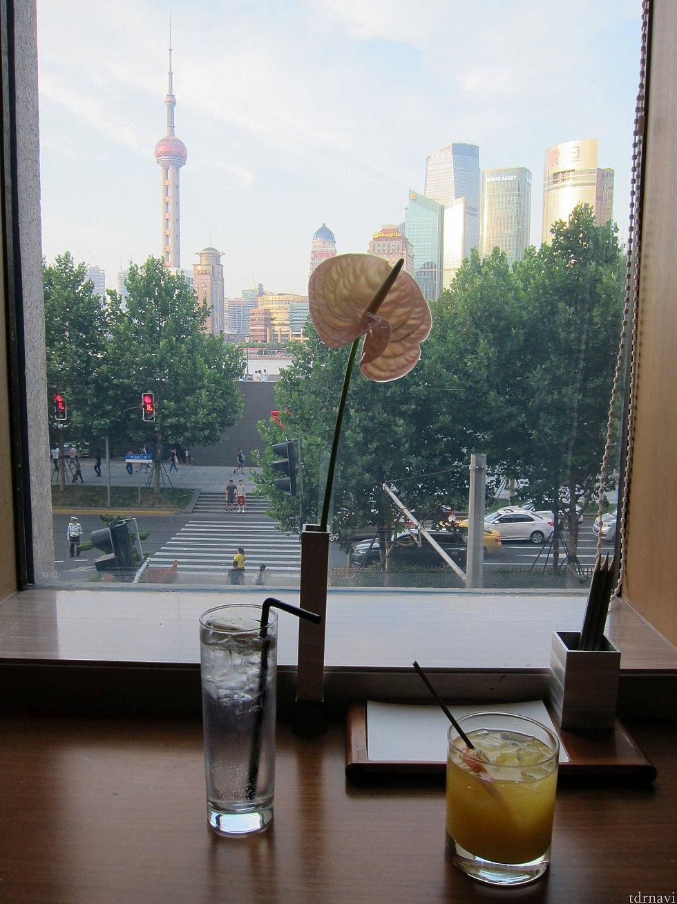 外で探したらこの眺望のカフェはなかなかないと思いました。
