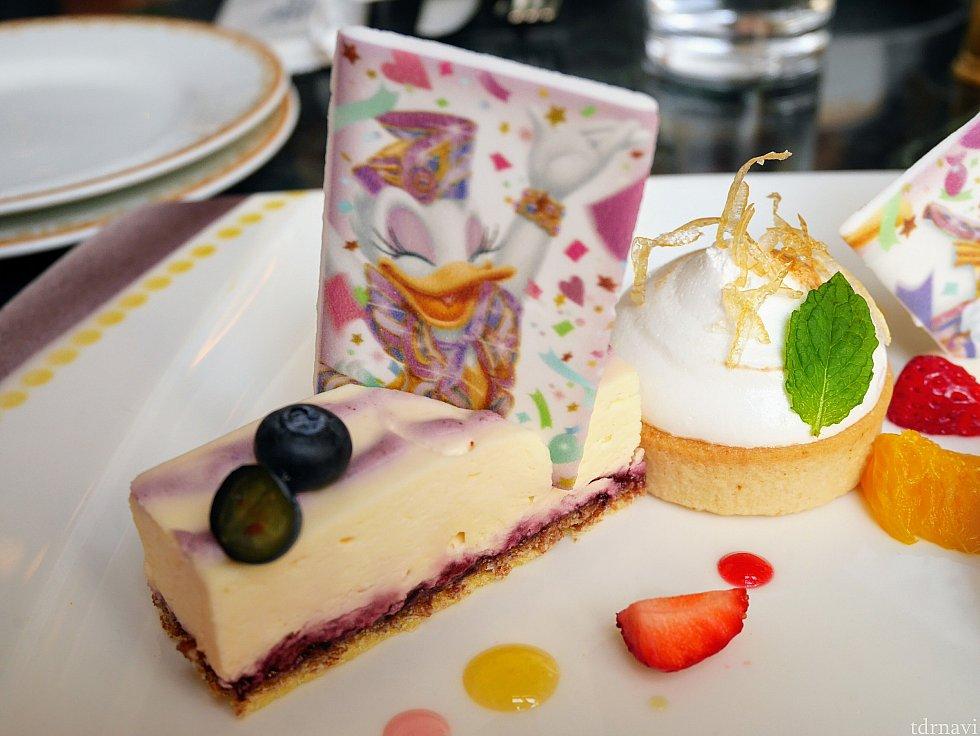 デイジーの洋服をイメージしたブルーベリーのチーズケーキ。甘すぎずちょうどいい感じ😁