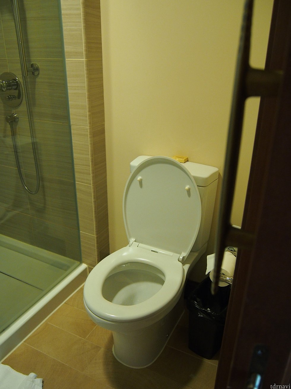 トイレは安定の感じ。日本に比べるとさびしいね。