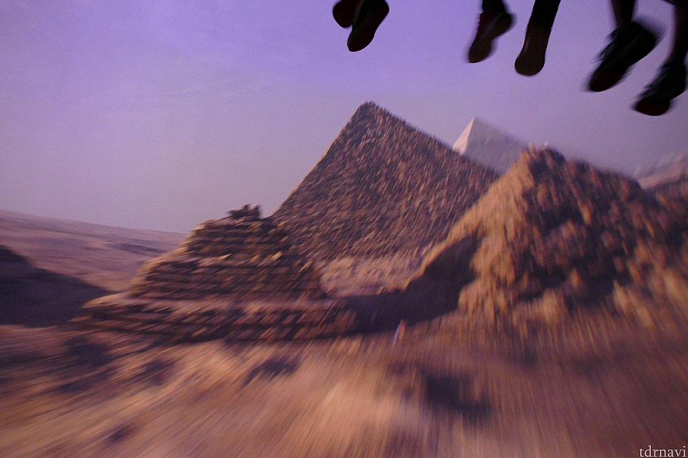 エジプトのピラミッドはハムナプトラやインディージョーンズを彷彿とさせてワクワクしました!