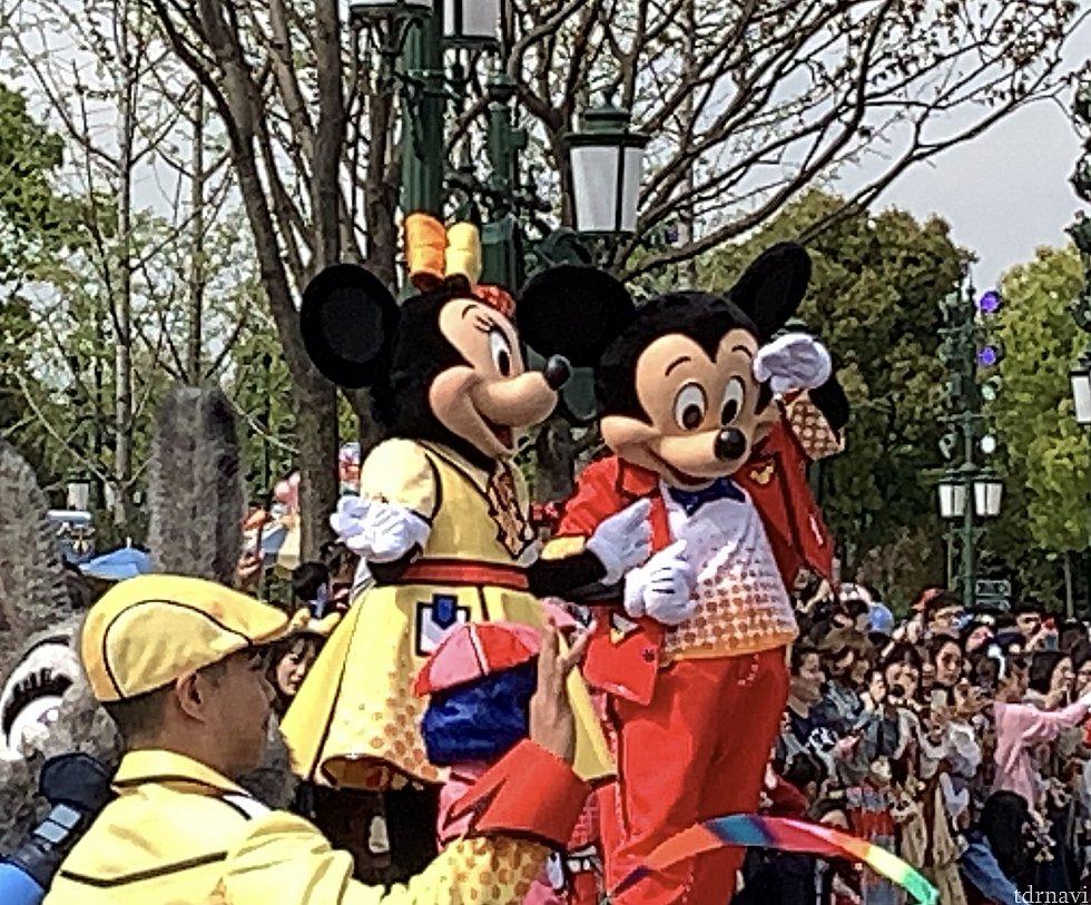 ミッキー&ミニーは最後yellowに行ってしまうので、ペアを間近で観たいならyellowがオススメ?!
