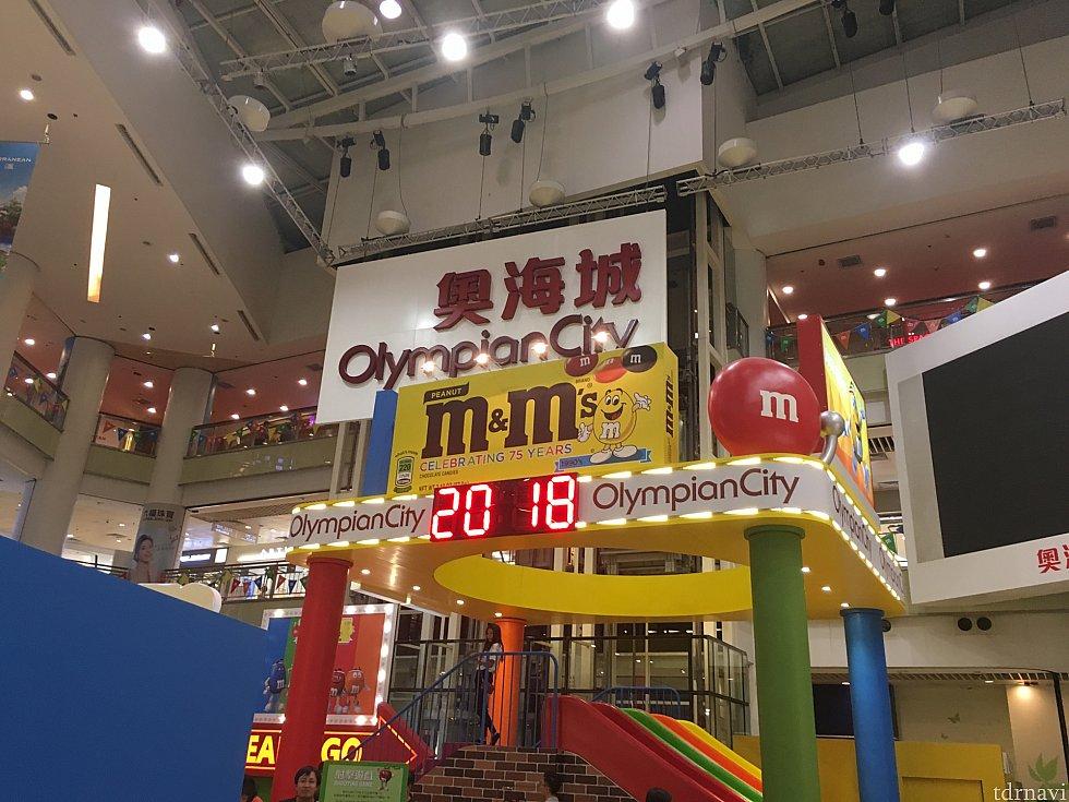 オリンピアンシティ。ちょうど広場でm&mのキャンペーン中でした。大型スーパーの「テイスト」もあり、買い物に便利です。