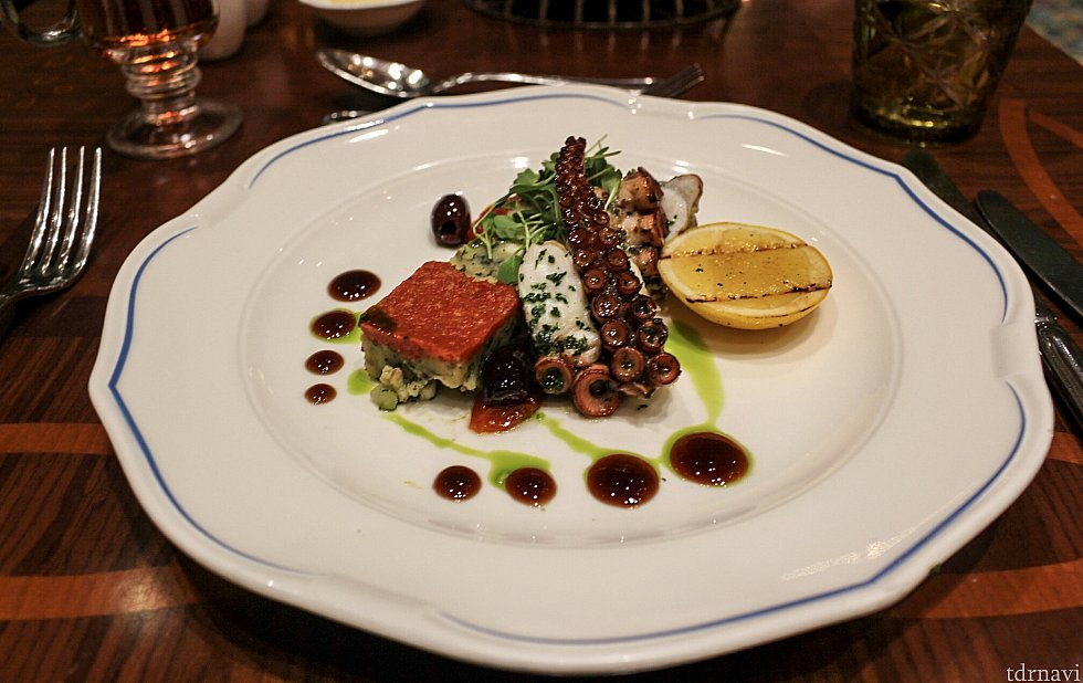 前菜その1。 一口もらいましたが、日本で食べる蛸とあまり変わりなかったです😋
