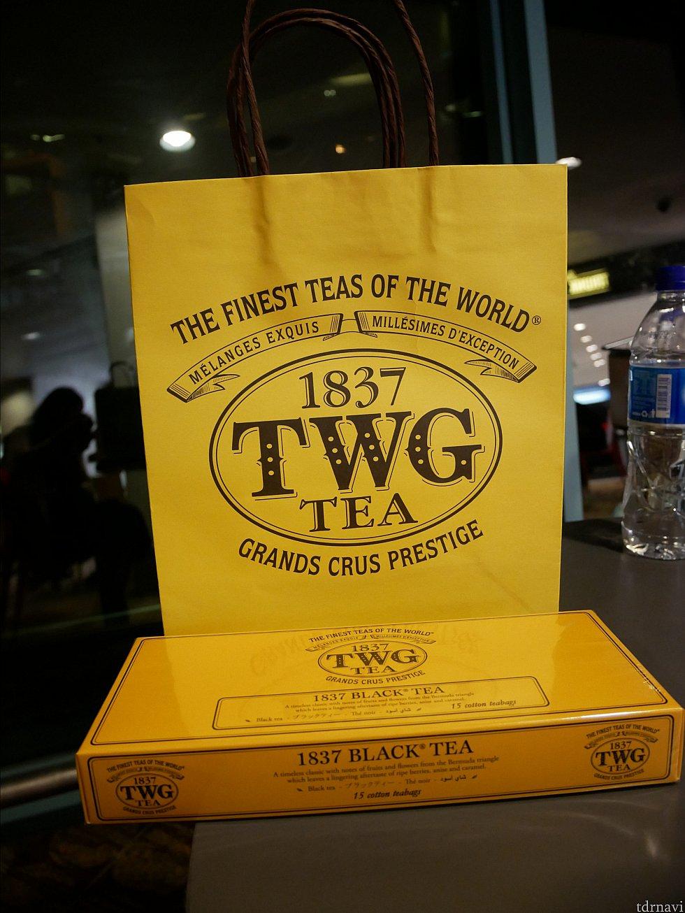 TWGの紅茶もお土産に!TWGは深夜1時までやってました!さすがシンガポールを代表するテイーメーカー!各ターミナルに1か所はあるようです。 手荷物になっちゃいますが、お土産を買い忘れても、空港内で色々買えます!