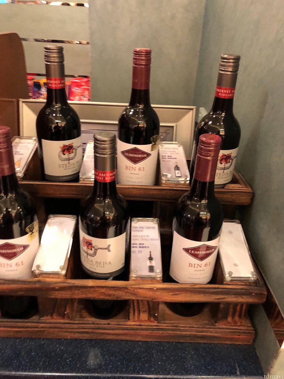 ショップにはワインも売っています。ディズニーオリジナルワインはありませんでした。部屋にワイングラスがないので飲む方はレストランで借りてください。日本円で一本5000円くらいとまぁまぁな値段しますがものすごく美味しかったです。