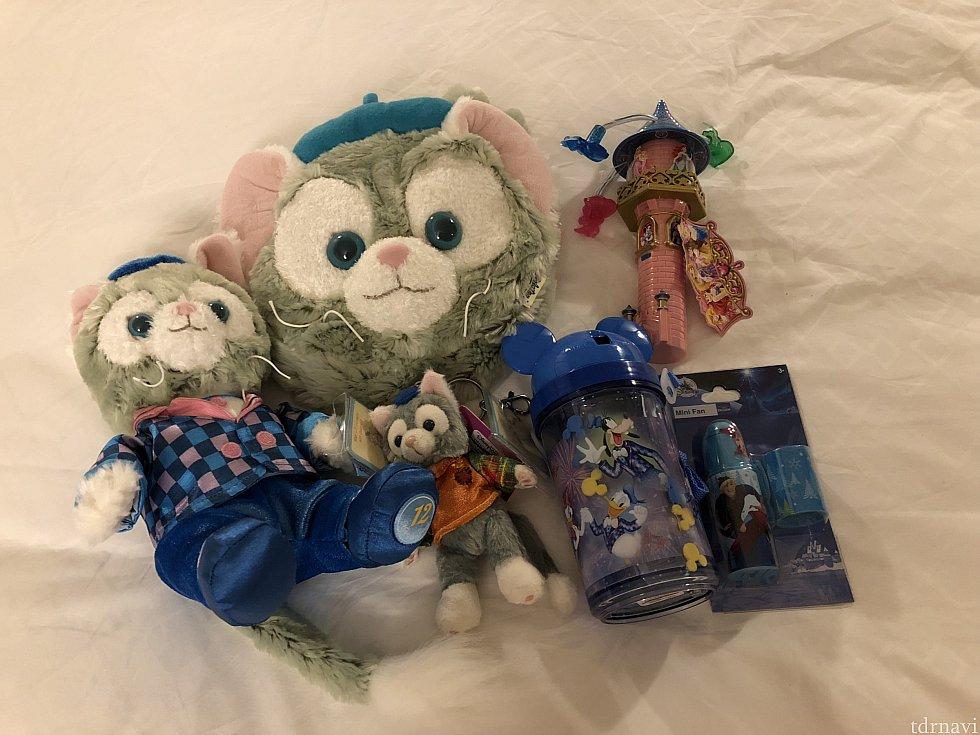 ジェラちゃんのポシェット、12周年ジェラちゃん、ハロウィンジェラちゃんキーホルダー、12周年水筒、小型扇風機、光るプリンセスのおもちゃ。