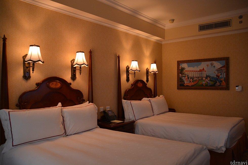 ディズニーランドホテルらしいシックで落ち着いた、でも随所にディズニーを感じるお部屋です✨