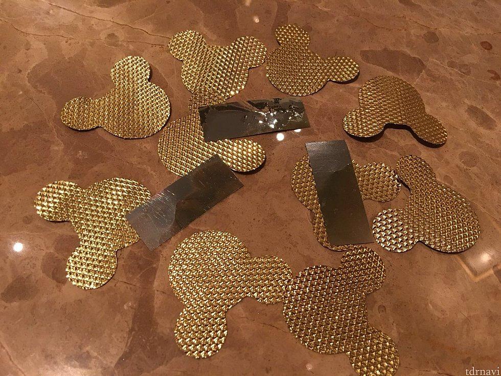 紙吹雪にはゴールドのミッキーシェイプのものが混ざっていました。