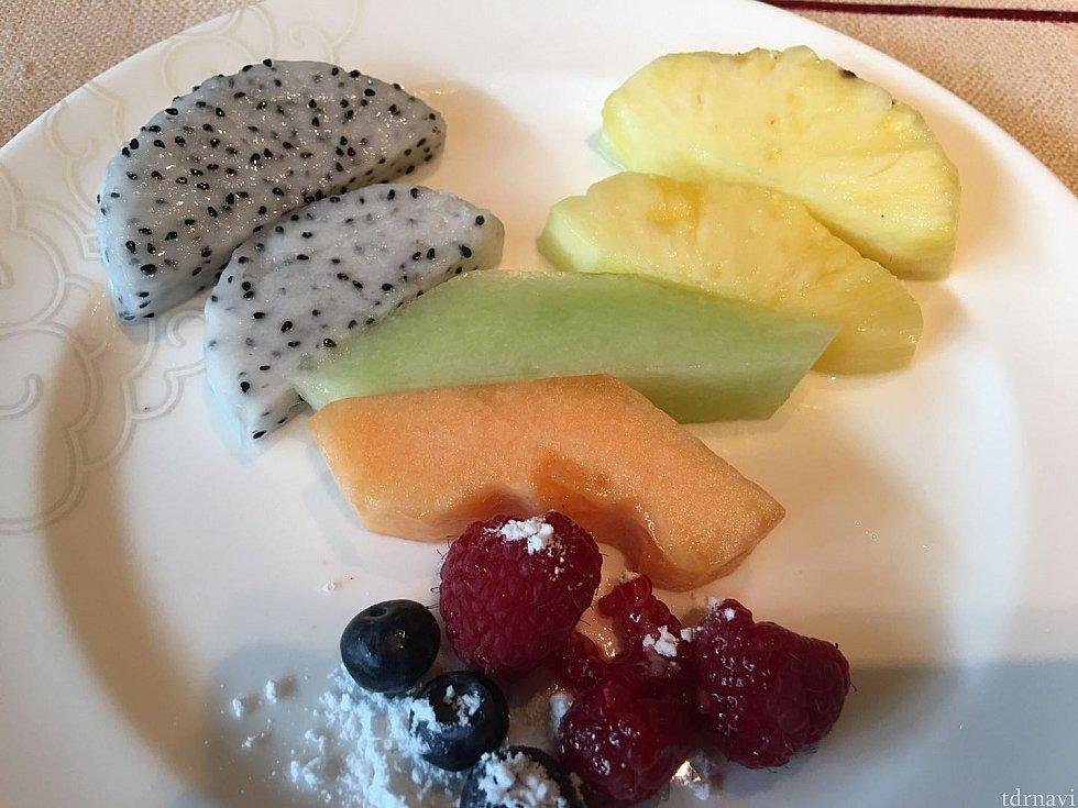 フルーツも色々な種類があります。