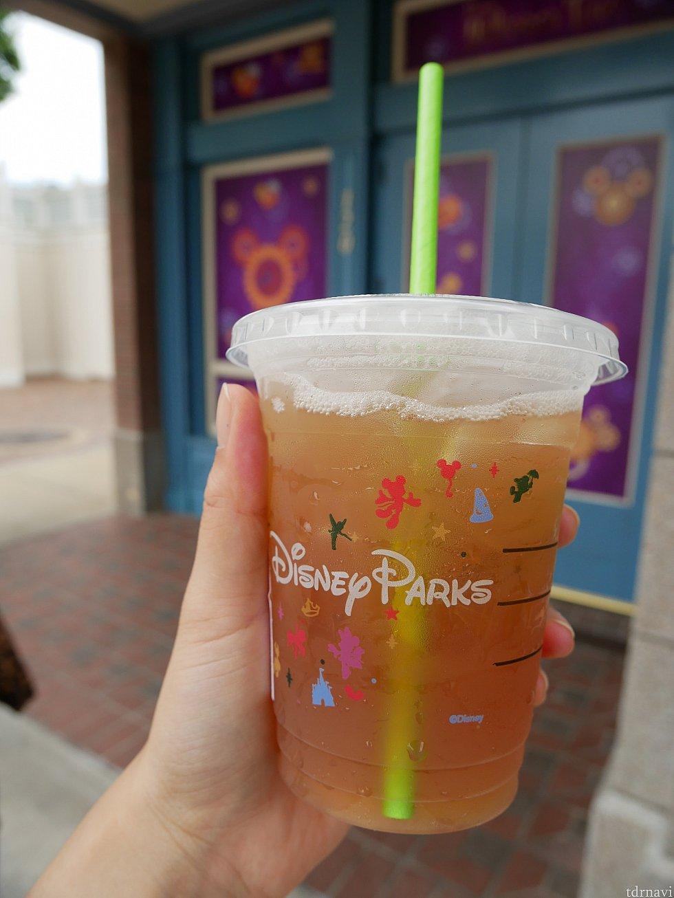 Iced shaken TEA lemonade こちらはトールに出来るか表示になかったですが、トールサイズ頼めました😌