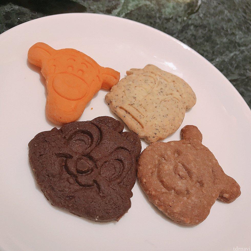 パジャマグリ前の軽食にキャラクターのクッキーが置いてありました!