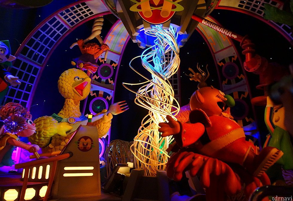 マカロニ星にある「スパゲッティ吸引装置(?)」の中で、マカロニ皇帝と熾烈なバトルを繰り広げます!
