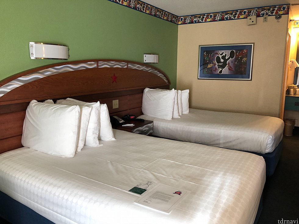 お部屋の写真です。 1人ですがツインでした。 奥のベッドにスーツケースを広げて手前で寝てました。