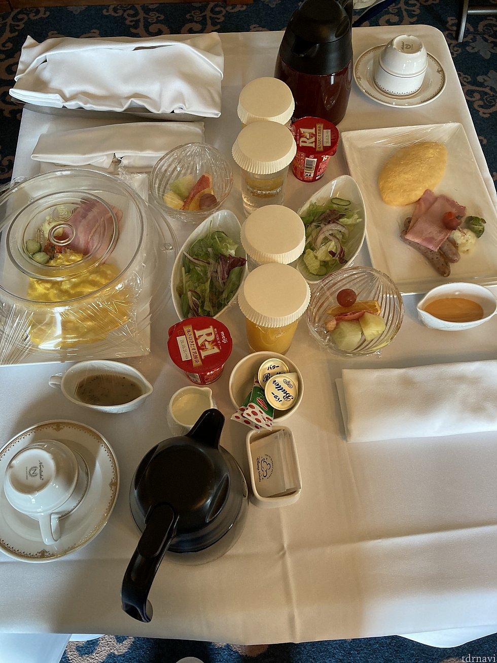 ルームサービスの朝食🍽