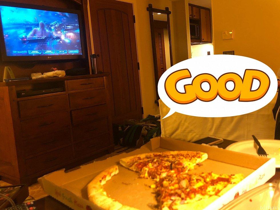 ピザを食べながら映画パーティ♪