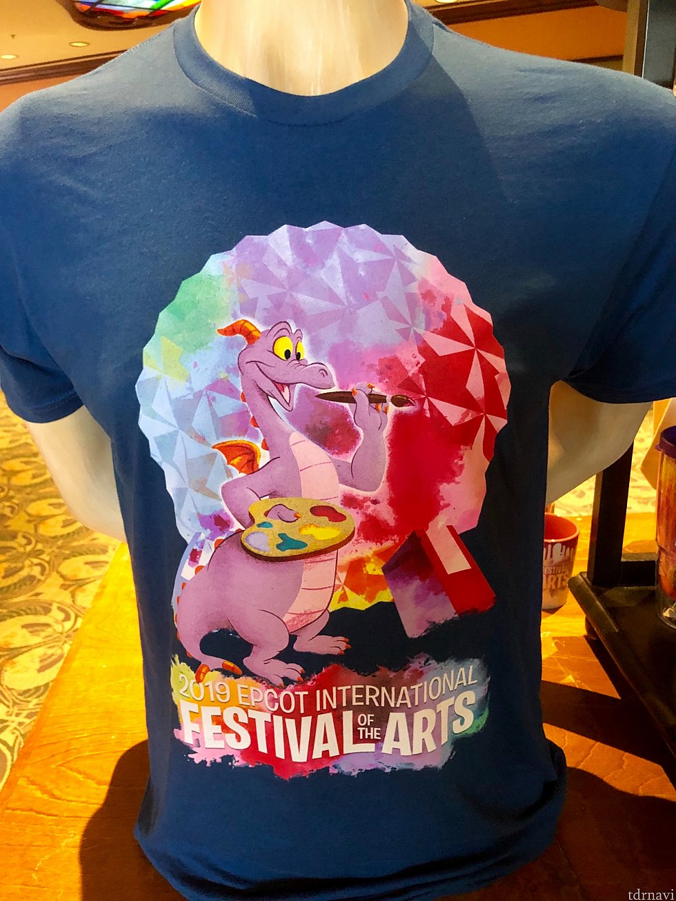 エプコット公式キャラクター「フィグメント」が今回もイベントグッズに採用されています。レインボーカラーのスペースシップアースが描かれたこのTシャツは綺麗ですね。