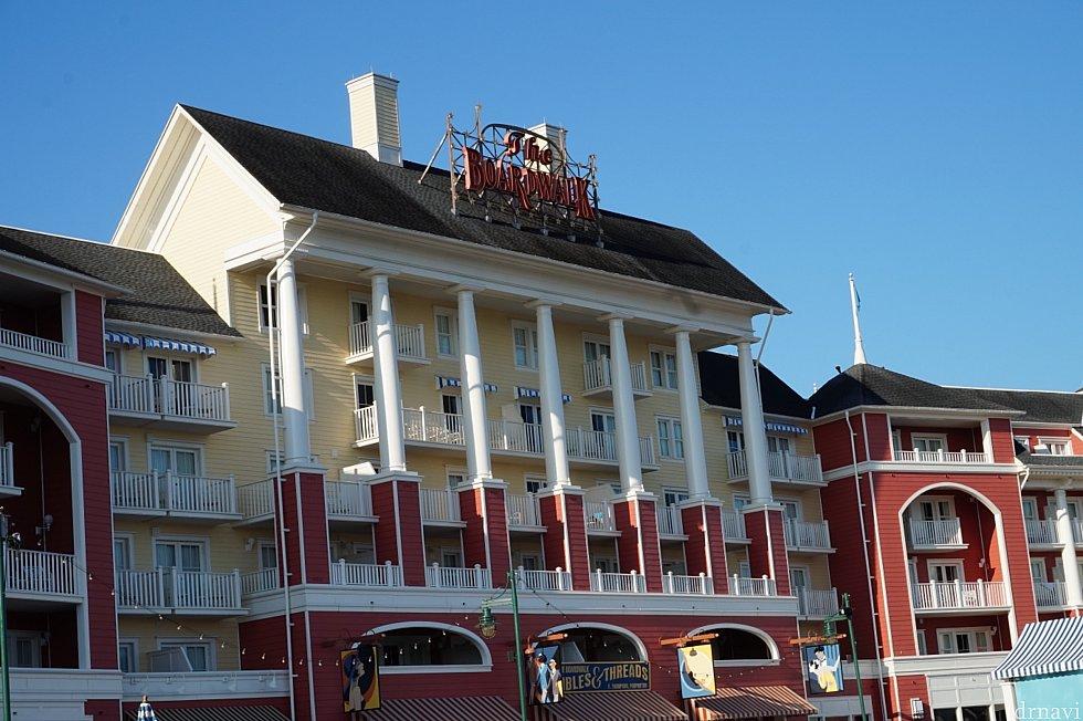 ボート乗り場から見えるホテルの一部。