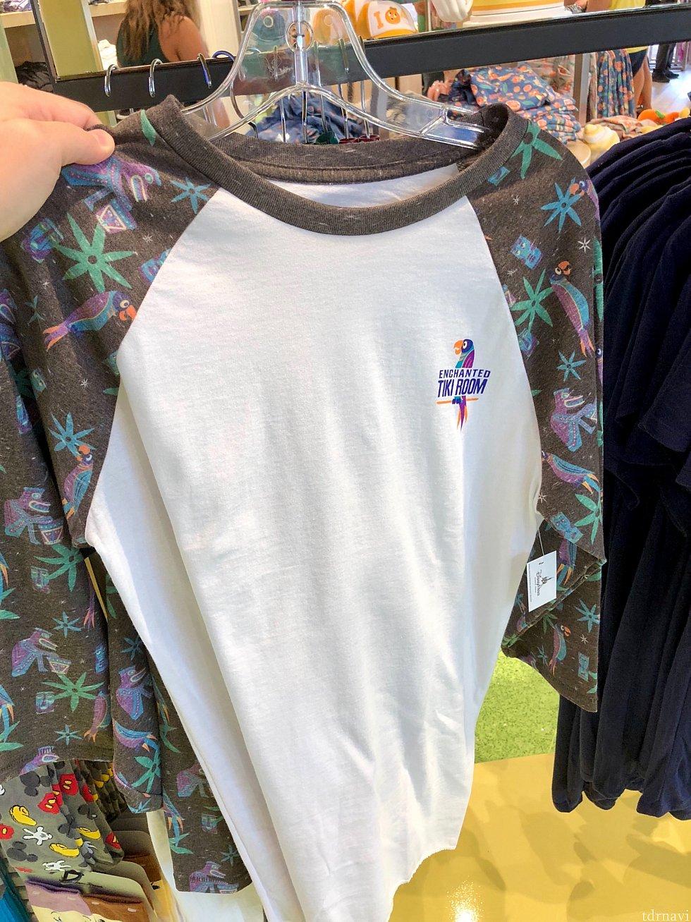 こちらもチキルームのシャツ。七分袖ですね。
