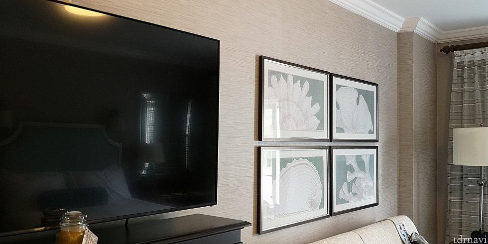 壁に掛かっている絵も海のイメージ。