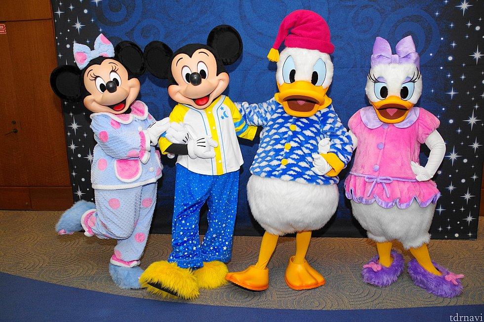 パーティーのスペシャルグリーティングはパジャマでした!